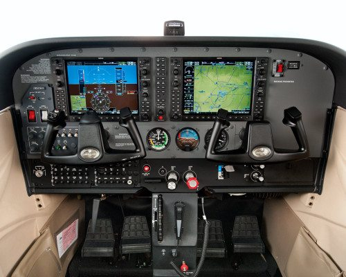 172-cockpit-ground